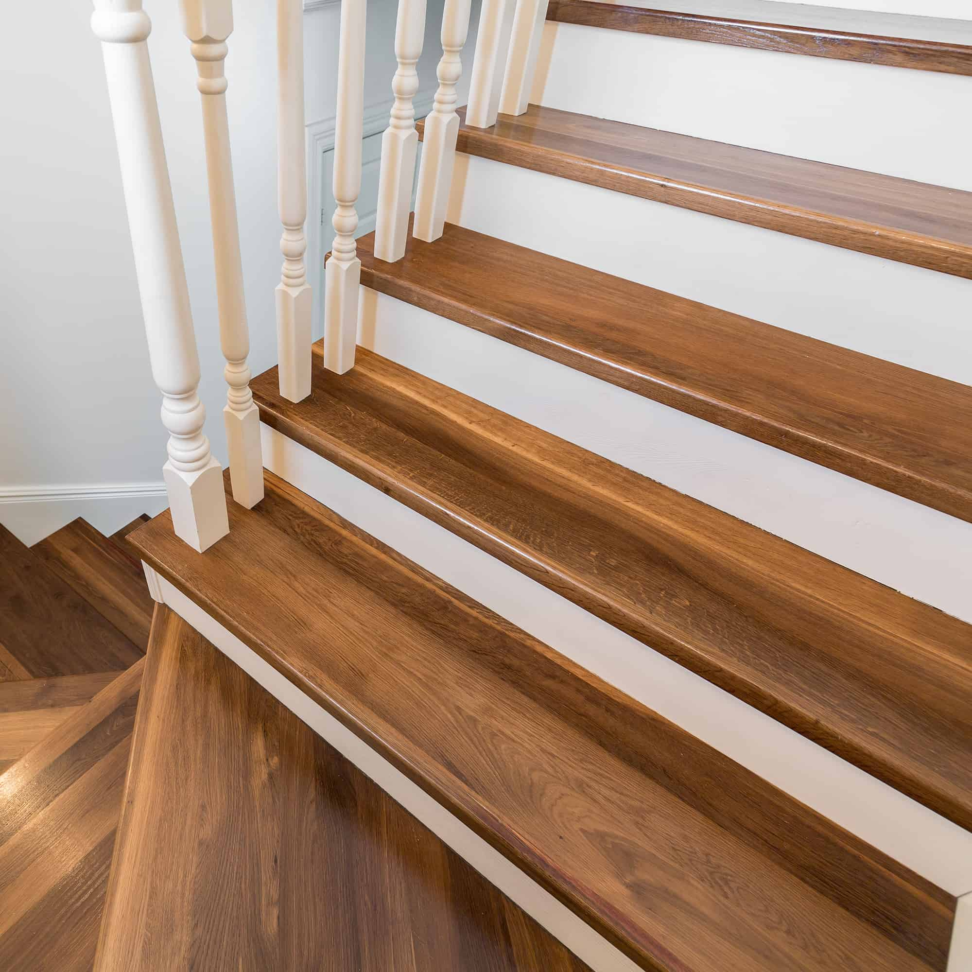 Modern Wooden & Elegant Staircase